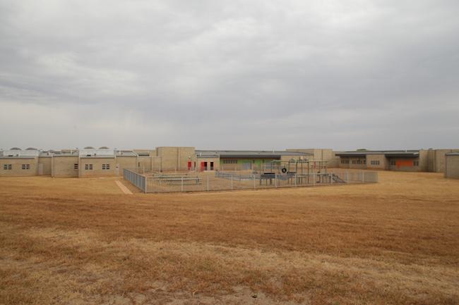 Bila-Civils-Contractors-Prison00011